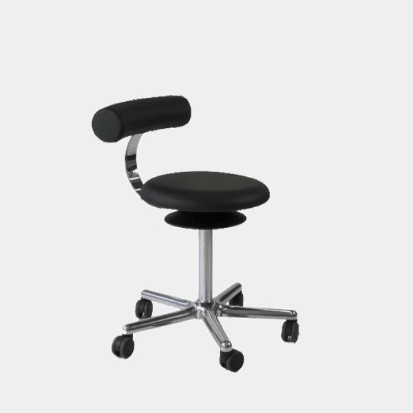 Lille enkel stol, der gør det nemt at ændre siddestilling. Ergoforma.