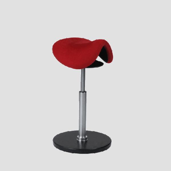 Rodeo sadel stå støtte stol med stor bevæglighed i sæde og bund. Ergoforma.